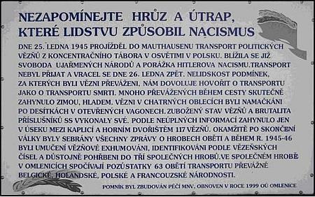U obce Omlenice se nachází válečný hrob, ve kterém jsou uloženy oběti železničního transportu politických vězňů z koncentračního tábora vOsvětimi v Polsku