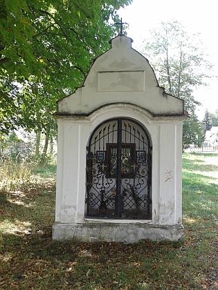 Kaplička stojící naproti někdejšímu rodnému domu