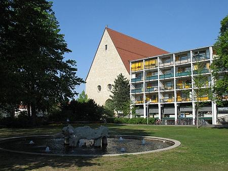Pohled ke kostelu sv. Kunhuty v Bambergu, kde vypomáhal jako penzionovaný duchovní