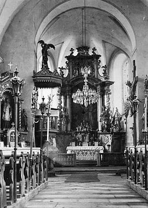 Oltář někdešího kostela v Červeném Dřevě
