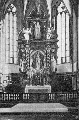 Hlavní oltář kostela na starém snímku
