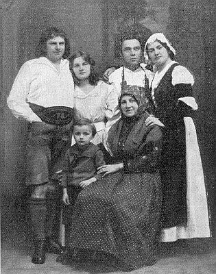 """Foto z uvedení jeho hry """"Der Elfenschleier"""" divadelníky v Horšovském Týně"""