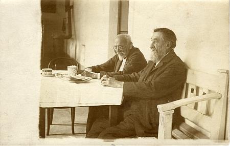 S Augustem Sedláčkem a manželkami ve Štěkni 1922