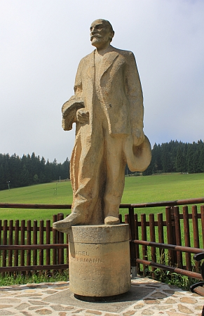 Jeho socha v Javorníku