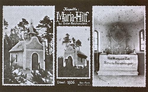 Pohlednice s lesní kaplí na Klapperku zachycuje i její vnitřek