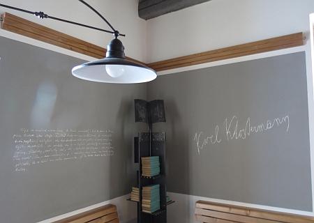 ... ve které je dnes (2014) restaurace s expozicí a jedním ze stolů věnovaným Karlu Klostermannovi
