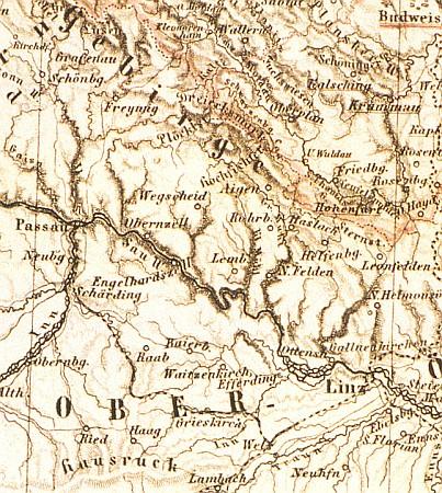 Jeho rodiště Haag am Hausruck dole při okraji mapy Šumavy