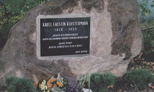 Má pamětní kámen i v bavorské obci Sankt Oswald-Riedlhütte