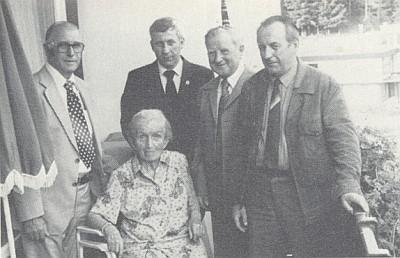 ... a ve svých 90 letech s bývalými žáky Franzem Reitingerem, Johannem Bürgsteinem, Franzem a Johannem Matscheovými