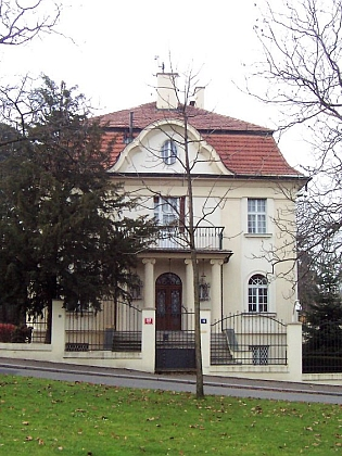Za jednoho z českobudějovických Knappů byla provdána i Maria, roz. Lippertová, jejíž rodinnou vilu ve Slunné ulici na pražské Ořechovce obýval nějaký čas prezident Václav Klaus s chotí