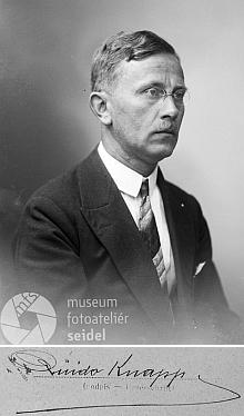 Na snímcích ze Seidelova ateliéru z let 1917 a 1929 (viz i Ludwig Schönbauer)