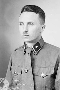 Dr. Max Knechtel na dvou snímcích z dubna roku 1942