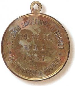 Rub medaile (1887) ke spolkové slavnosti téhož pěveckého sdružení, která se měla nosit na černo-červeno-žluté stužce a byla dílem šumavského rodáka Josepha Christiana Christlbauera