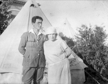 Philip Raphael Böhm (1901-1994) s manželkou po příchodu do Palestiny na snímku z dvacátých let 20. století - po druhé světové válce změnil příjmení na Biham