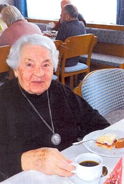 Magda Knyová na snímku, který připojila v roce 2014 k dopisu s blahopřáním paní Lee Vávrové k jejím dvaaosmdesátinám