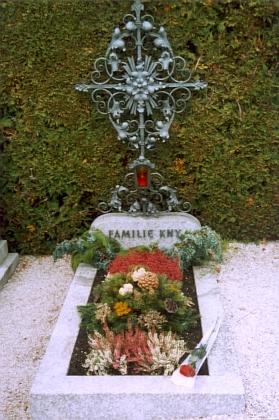 Hrob Arna Knye v rakouském Altmünsteru