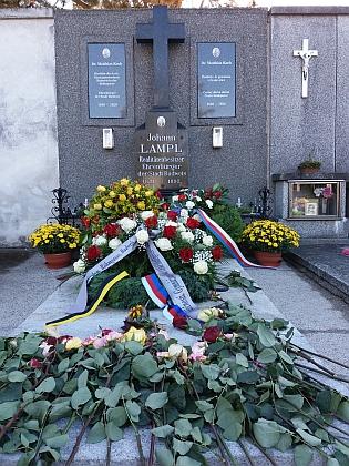 ... a hrob, obnovený v roce 2021 díky projektu studentů Gymnázia Česká