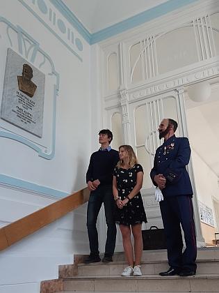 V Gymnáziu Česká byla v říjnu 2021 odhalena jeho pamětní deska