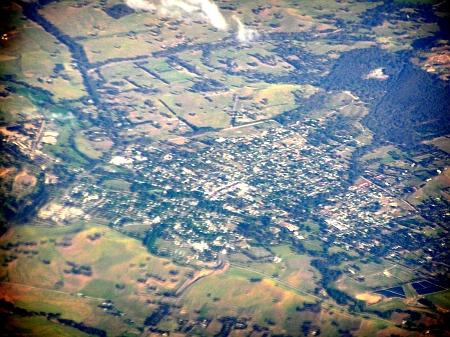 Letecký pohled na město Alexandra ve státě Victoria na jihovýchodě Austrálie