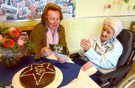O svých 102. narozeninách se svou pečovatelkou paní Koernerovou v Linz am Rhein
