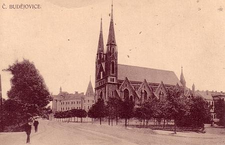 Synagoga v Českých Budějovicích na pohlednici z počátku 20. století