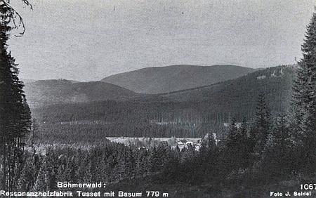 ... která měla i svou speciální pohlednici se Stožeckým vrchem a horou Pažení v pozadí