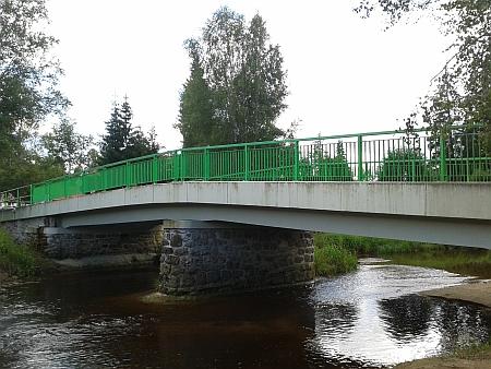 Dnešní podoba (2015) stožeckého mostu přes Vltavu