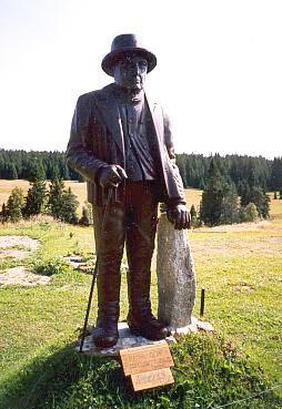 Socha Seppa Rankla v Horské Kvildě (viz i Johann Luksch)