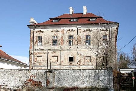 Zámek v Týnci u Klatov na několika snímcích z roku 2007