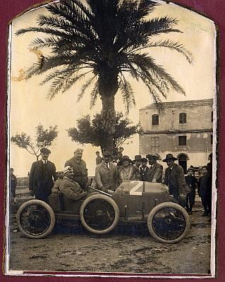 Hrabě Kolowrat na startu závodu Targa Florio roku 1922