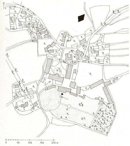 Týnec u Klatov na výřezu z katastrální mapy vsi z roku 1837, kde ústřední částí celé dispozice je zámecký areál s rozlehlým parkem a na západě k němu přiléhajícím kostelem