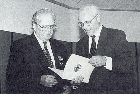 Při převzetí medaile Spolkové republiky za zásluhy v roce 1997