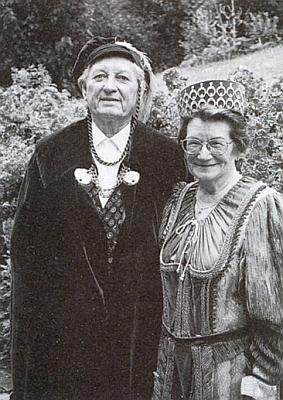 """S manželkou Marthou jako čestný rytíř """"Franz von Grün"""" na snímku z června roku 1999"""