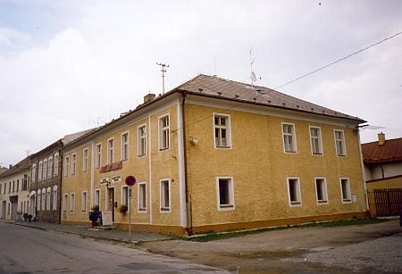 """V tomto hornoplánském domě, dnes Centru Adalberta Stiftera, prožila """"poštmistrova Mitzi"""" své dětství"""