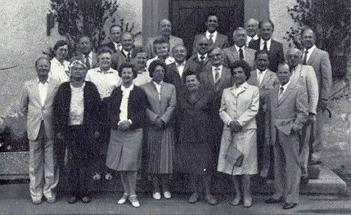 S někdejšími spolužáky z měšťanky v Horní Plané, závěrečná třída ve školním roce 1938/39, stojí v prvé řadě třetí zleva při setkání v Geiselwind 1982