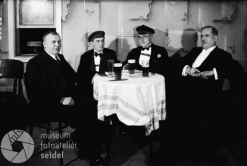 Na dvou snímcích z ledna 1933 ho vidíme jako hosta plesu akademického spolku Teutonia v Českém Krumlově