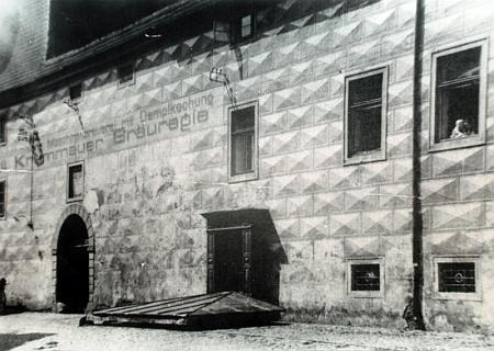 """Historický snímek českokrumlovského pivovaru (dnes """"Egon Schiele Art Centrum""""), jehož byl správcem"""