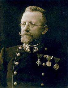Snímek z roku 1910 ho zachycuje už jako ředitele pražského místodržitelského archivu