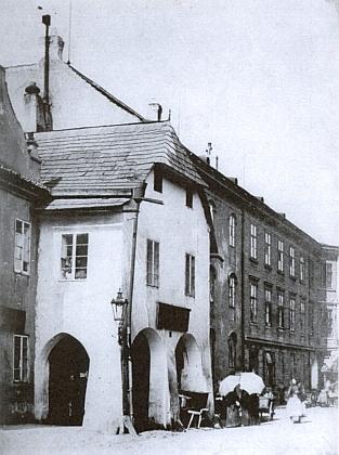 Jeho rodný dům v Hroznové ulici (staré čp. 179), dnes již zaniklý, koupený v roce 1807 Karlovým dědem Paulem Köpplem