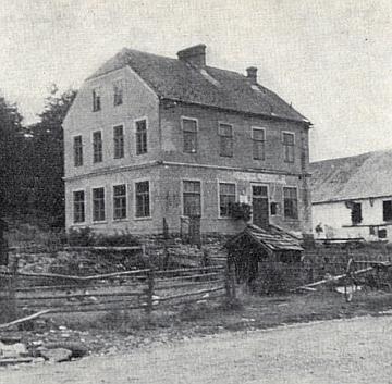 Bývalá škola v Miletínkách na snímcích z let 1940 a 1967