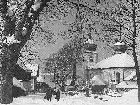Zima na Zejbiši (či spíše Javorné, snímek je pravděpodobně ze šedesátých let 20. století)