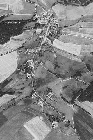 """... a zaniklé """"Nižší"""" Hodonice na leteckých snímcích z let 1952 a 2008"""