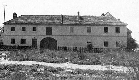 """Selský dvorec řečený """"Weindi"""", kde se v Mostkách narodil  a který dodnes stojí"""