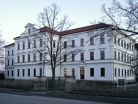 """Budova někdejší německé """"zemědělské a hospodyňské školy"""" v českobudějovických Čtyřech Dvorech"""