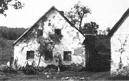 Stavení čp. 13 v Šejbech kolem roku 1975 a v roce 1991 na snímcích z jeho webových stránek