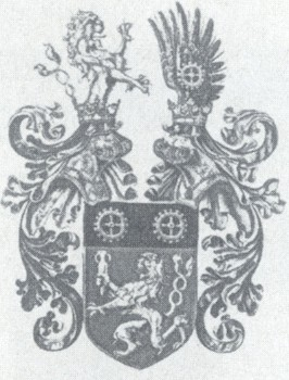 Rodinný znak s popisem: Das Wappen der Familie Kralik: Im unteren Teil des Schildes ist ein zweischwänziger Löwe auf roten Grund, der ein zweihenkeliges Glasfläschen halt. Im oberen Feld zwei goldene Industrieräder auf schwarzen Grund.