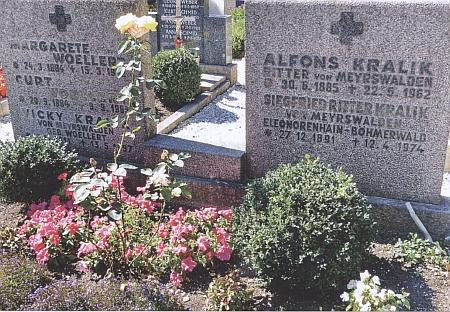 Hrob jeho bratrů Alfonse a Siegfrieda ve Frauenau