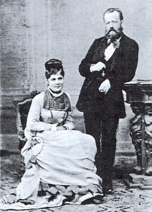 Jeho rodiče - Heinrich Kralik von Meyrswalden a Agnes, roz. Vlčková, na společné podobence