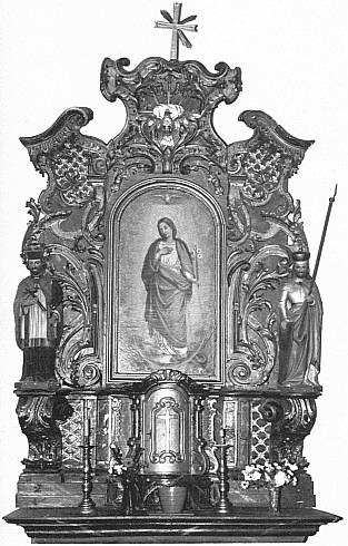 Mariánský oltář farního kostela v Křišťanově se zemskými patrony a holubicí Svatého Ducha