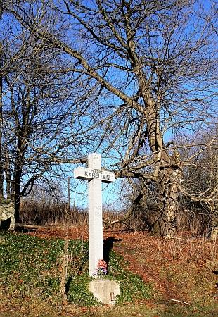Pamětní kříž v místě bývalé obce Kapličky